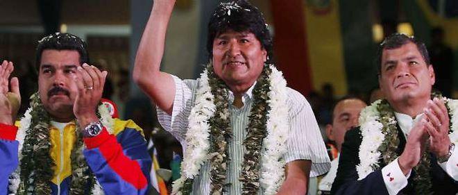 Evo Morales (au centre) propose l'asile politique à Edward Snowden
