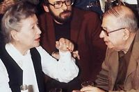 Jean-Paul Sartre et Simone de Beauvoir en 1977 lors d'une réunion de soutien aux dissidents russes. ©AFP