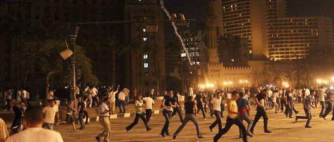 Des affrontements ont eu lieu dans la nuit de mardi à mercredi, place Tahrir, au Caire.