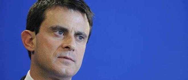 """Manuel Valls a vertement tancé, sans le nommer, Christian Estrosi, qui a publié récemment un """"guide pratique"""" pour aider les maires à expulser les campements illégaux de populations non sédentaires."""