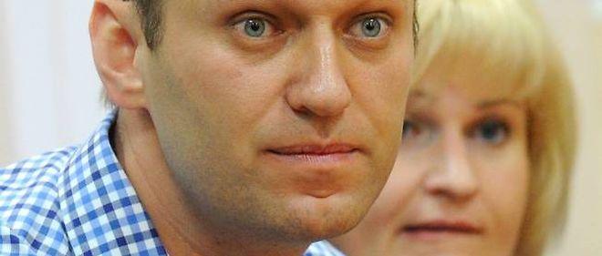 Alexeï Navalny écoute le jugement qui le condamne à 5 ans de camp, le 18 juillet 2013.