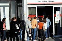 File d'attente, à Madrid, devant une agence pour l'emploi. Photo d'illustration. ©Dominique Faget