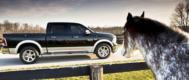 La monture du cow-boy moderne, c'est le pick-up et notamment le Dodge Ram (photo) dont les ventes ont bondi de 33 %. La reprise du bâtiment a bon dos, les Américains renouent avec leurs bons vieux démons.