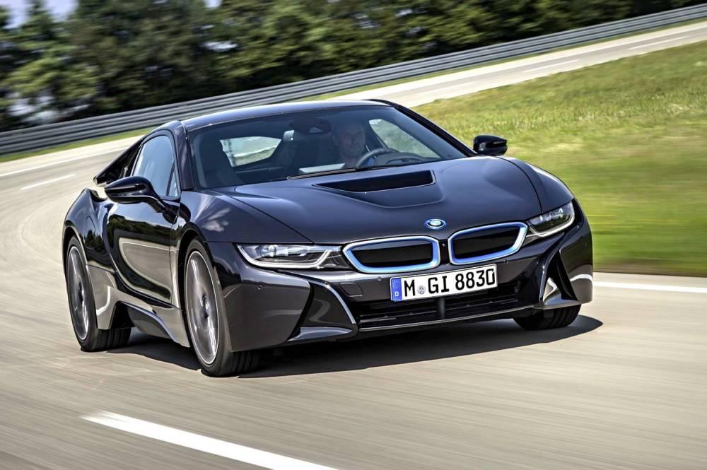 L'hybridation rechargeable permet aux constructeurs de voiture de sport de concilier performances élevées et consommations basses. ©  BMW