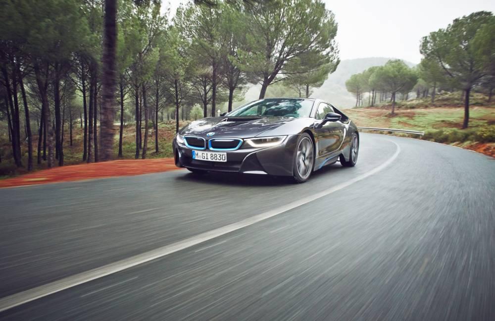 Traction avant électrique, ou hybride 4 roues motrices, la BMW i8 s'adapte aux circonstances. ©  BMW