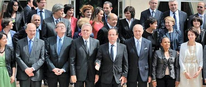 Photo de classe du gouvernement de Jean-Marc Ayrault.