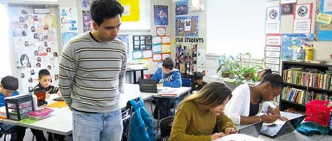 Salman Khan dans une école de Palo Alto. Le professeur n'est plus qu'un répétiteur.