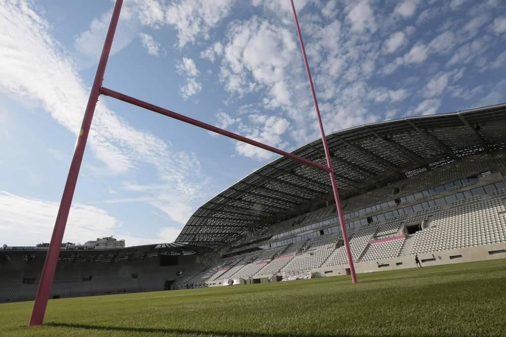 Sur la pelouse du stade Jean-Bouin. JACQUES DEMARTHON / AFP