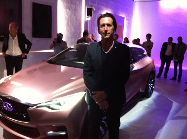 Alfonso Albaisa, le directeur exécutif du design, revendique vouloir bousculer les codes traditionnels du luxe.