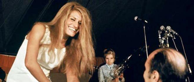 """La chanteuse Dalida lors d'un concert en 1975. Qui aurait cru que la chanson """"Gigi l'Amoroso"""" pouvait être utilisée pour des séances de torture ? (image d'illustration)"""