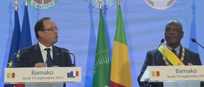 """François Hollande a annoncé depuis Bamako que la France allait livrer des armes, """"dans un cadre contrôlé"""" à l'armée de libération de la Syrie."""