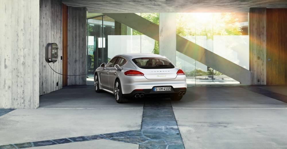 La Panamera SE-Hybrid (71 g/km) contribue à baisser la moyenne d'émission de CO2 de Porsche et donc du groupe VW. ©  PORSCHE