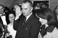 Lyndon Johnson prête serment le 22 novembre 1963 ©Cecil Stoughton / AFP