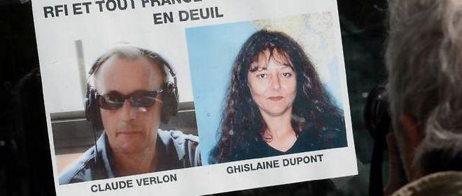 Les portraits des deux journalistes tués au Mali ont été affichés en signe d'hommage à l'entrée des locaux de la radio RFI.