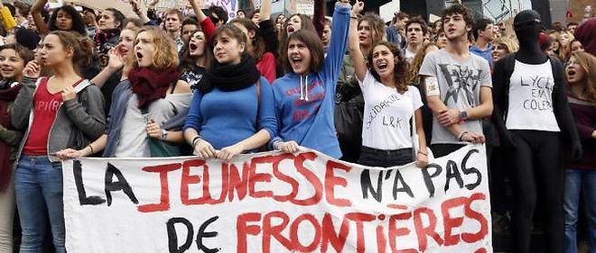 Plusieurs centaines de lycéens s'étaient rassemblés le 18 octobre 2013 devant l'Opéra Bastille à Paris pour protester contre l'expulsion de la jeune Leonarda, d'origine kosovare, et du jeune Arménien Khatchik.
