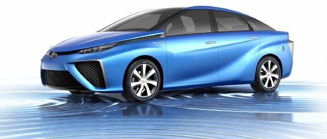 Le concept FCV préfigure la grande routière propulsée par une pile à combustible que Toyota commercialisera en 2015.
