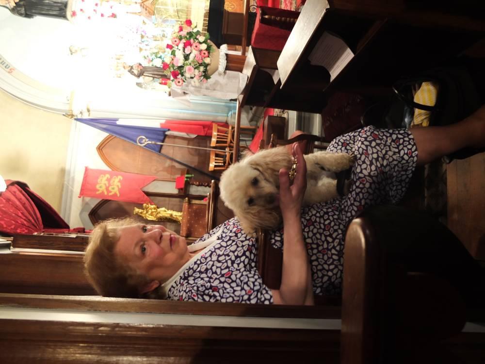 Maria et son chien Ophelia, bénit dimanche à Sainte Rita