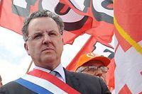 Le député PS du Finistère Richard Ferrand manifestant aux côtés des salariés de Doux, en juin 2012. ©FRED TANNEAU / AFP