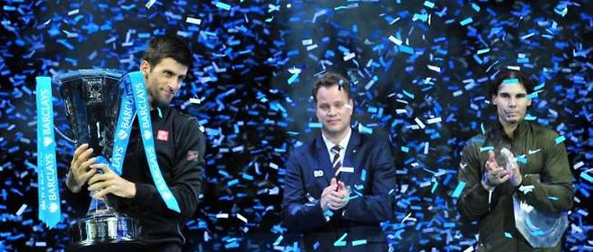 Novak Djokovic s'impose tranquillement face à Rafael Nadal en finale du Masters.