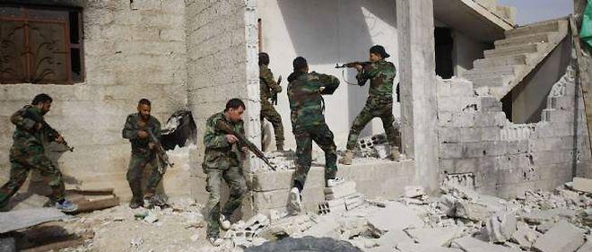 Plus de 70 rebelles et soldats ont été tués samedi dans de violents combats près de Damas, en Syrie.
