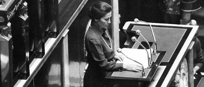 Simone Veil, en 1974, devant les députés de l'Assemblée nationale.