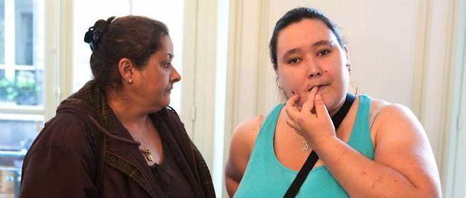 Nina, une des plaignantes dans le dossier des viols collectifs de Fontenay-sous-Bois, lors d'une conférence de presse en 2012.