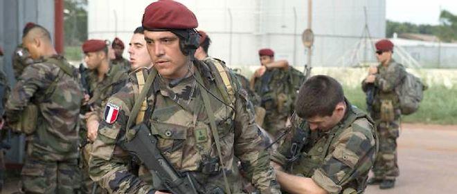 Arrivée à l'aéroport de Bangui de soldats français du sixième bataillon d'infanterie marine et du huitième régiment des parachutistes de l'infanterie marine, le 22 mars 2013.