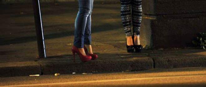 """Le nombre de prostituées en France est """"au minimum de 20 000 personnes"""", selon le ministère de l'Intérieur."""