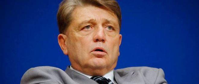 Alain Madelin a été membre du Parti républicain, de l'UDF puis de Démocratie libérale. Ministre de l'Économie et des Finances en 1995, il démissionne au bout de trois mois.