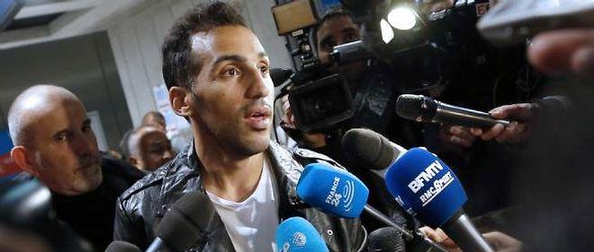 Zahir Belounis à son arrivée à Roissy-Charles-de-Gaulle le 28 novembre 2013.