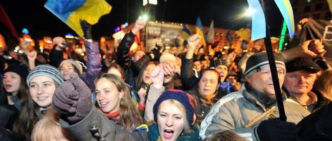 Entre 5 000 et 10 000 personnes étaient réunies place de l'Indépendance à Kiev, le 29 novembre 2013