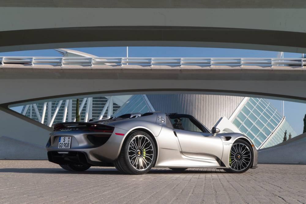 Futuriste, ce supercar s'adapte parfaitement au roulage en ville en zéro émission.
