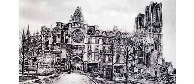 La cathédrale de Reims au sortir de la première guerre mondiale. ©Selva/Leemage