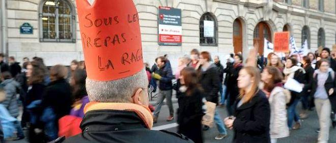 Manifestation des professeurs et des élèves de classes préparatoires le 9 décembre à Paris.