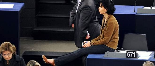Rachida Dati au Parlement europeen en 2011. Certains deputes s'interrogent ouvertement sur son subit interet pour la cause gaziere.
