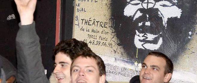 À Paris, Dieudonné se produit au théâtre de la Main d'or.