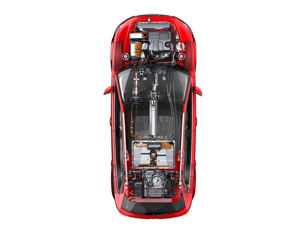 La batterie est logée sous la banquette arrière, tandis que le réservoir est repoussé sous le plancher du coffre. ©  Audi