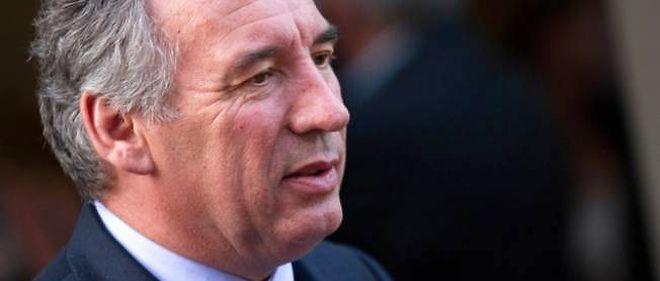 La décision de la direction de l'UMP de soutenir la candidature de François Bayrou à Pau ne fait pas que des adeptes à droite.