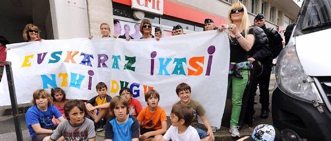 """""""Nous voulons apprendre en basque"""", rappelaient ces manifestants en juin 2013 à Bayonne."""