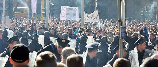Des manifestations à Tuzla, en Bosnie-Herzégovine, le 7 février.