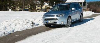 Capable d'une autonomie électrique officielle de 52 km, le Mitsubishi Outlander PHEV peut en outre affronter des conditions difficiles avec ses 4 roues motrices.