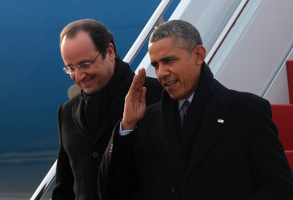 François Hollande et Barack Obama à leur descente d'Air Force One, lundi. ©  JEWEL SAMAD / AFP