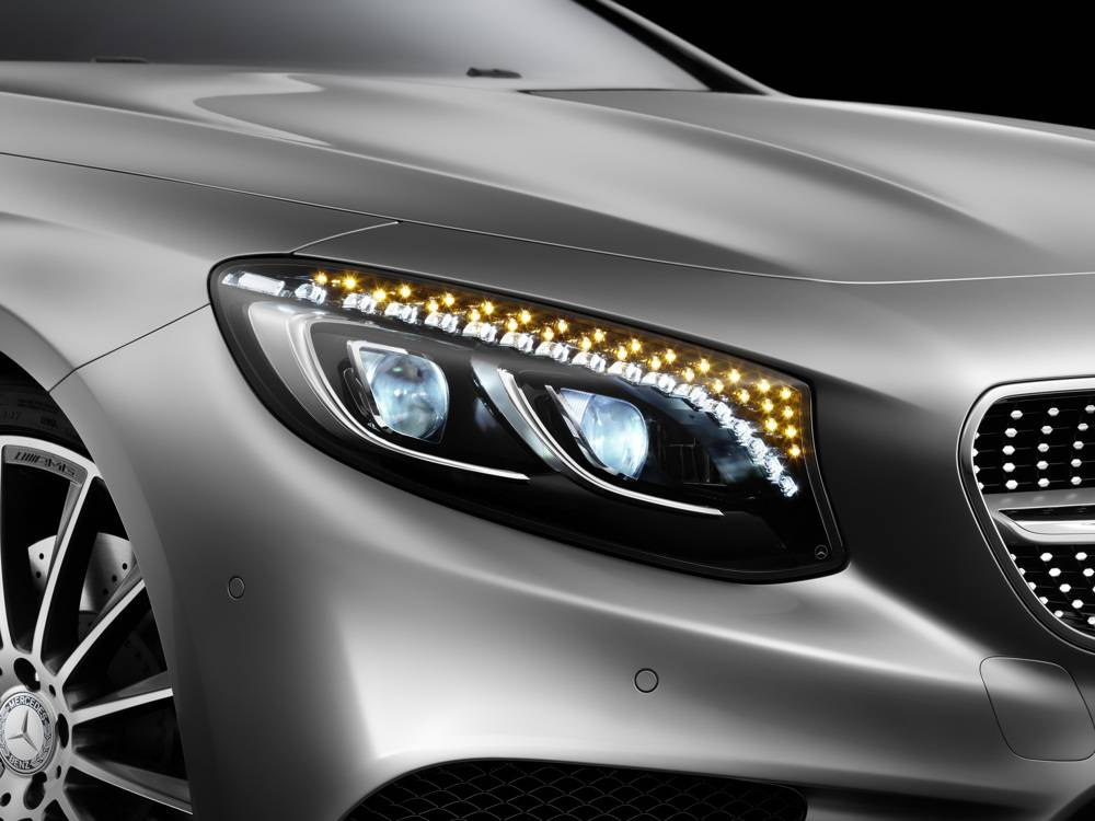 Les cristaux ne sont pas liquides, ils sont en cristal Swaroski afin d'éclairer le regard de la Classe S Coupé. ©  Mercedes