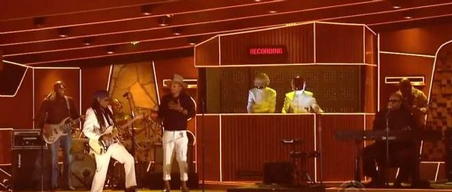 Pharell Willams et les Daft Punk avec  Nile Rodgers et Stevie Wonder durant les Grammy Awards.