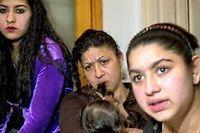 Leonarda et une partie de sa famille. ©Visar Kryeziu / AP/Sipa
