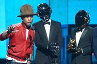 Pharrell Williams et les Daft Punk sur la scene des Grammy Awards.