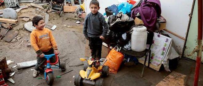 Des enfants roms à Villeneuve-Saint-Georges en banlieue parisienne.