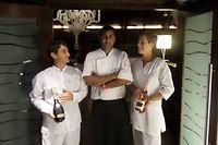 Au centre, le chef Christian Virassamy-Macé qui officie au Lux, le 5 étoiles de St Gilles les Bains (Réunion).