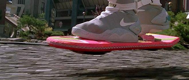 """Le hoverboard dans """"Retour vers le futur 2""""."""
