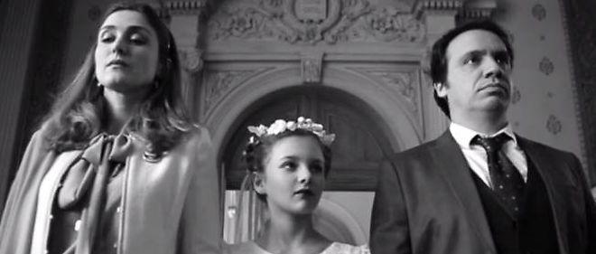"""Julie Gayet et Alexandre Astier dans le film """"14 Millions de cris""""."""